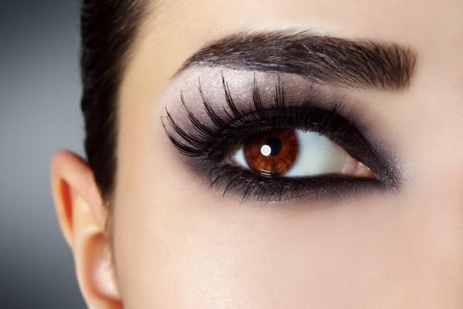 Ein geschminktes Auge